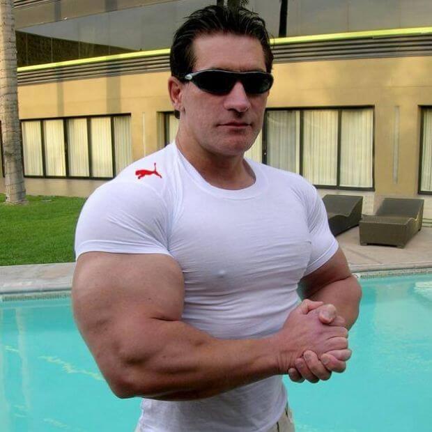 t-shirt-trop-petit-bodybuilders