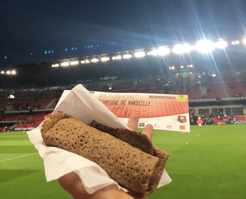galette saucisse devant le stade rennais